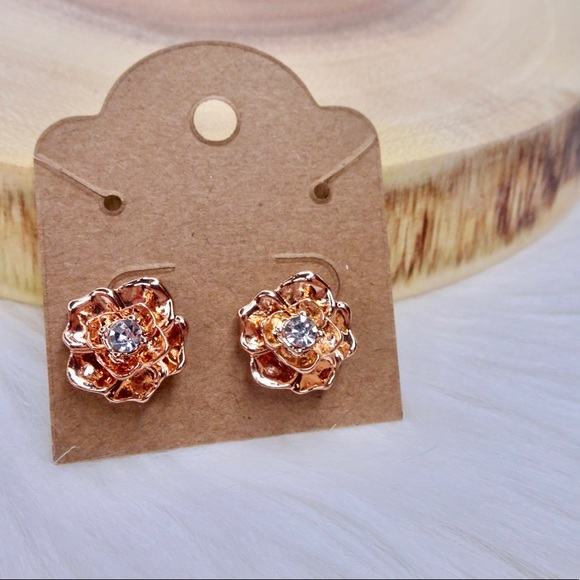 Jewelry - Rose gold fashion flower stud earrings